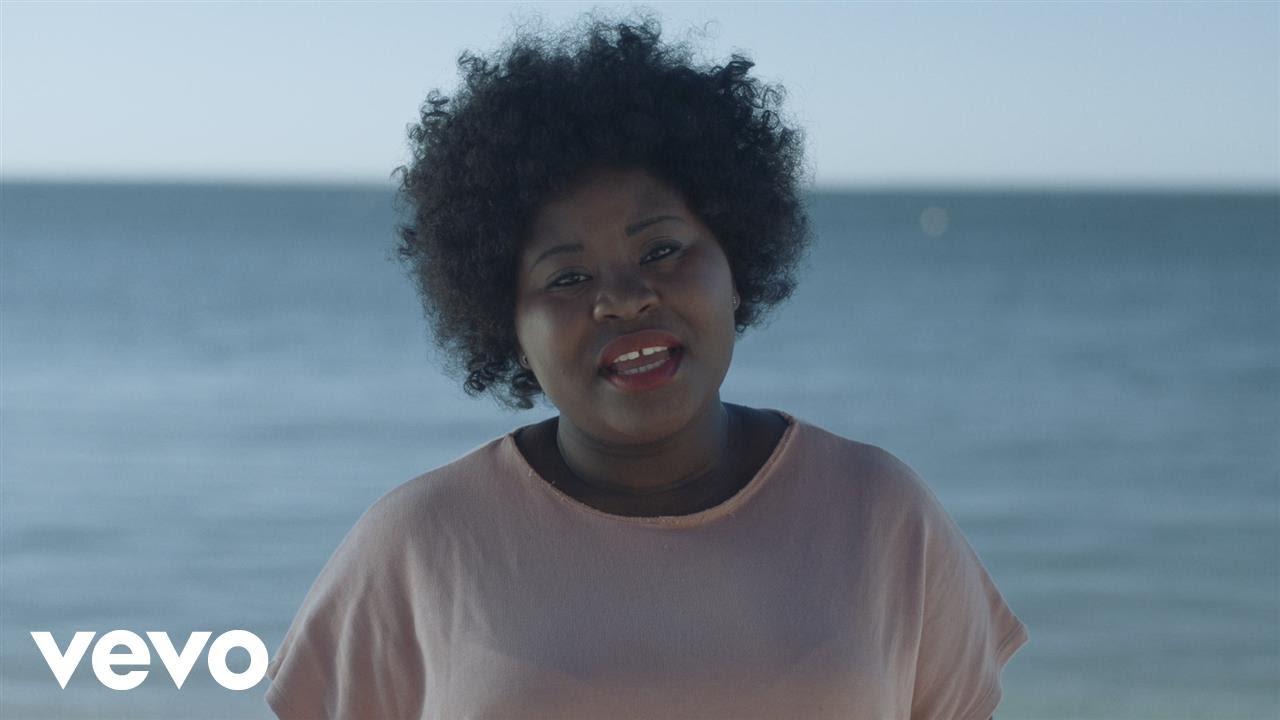 """Deolinda Kinzimba vai continuar """"a fazer música com muito amor e carinho"""""""